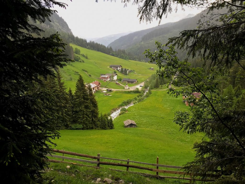 hiking routes in the dolomites italy